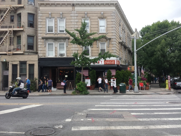 new_york-toms_restaurant_brooklyn_outside