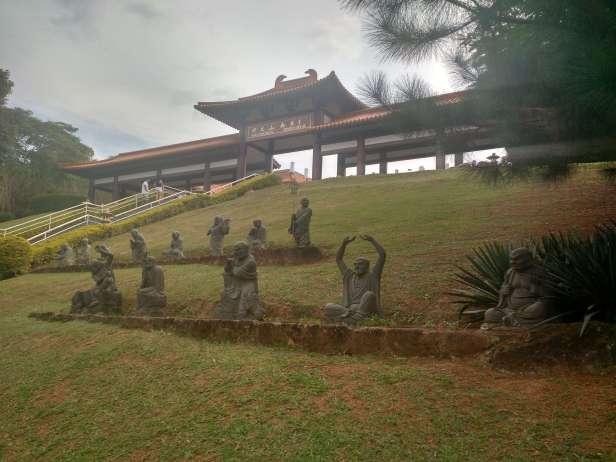 cotia-templo_zulai-estatuas