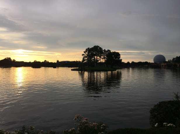 Walt_disney_epcot-lago